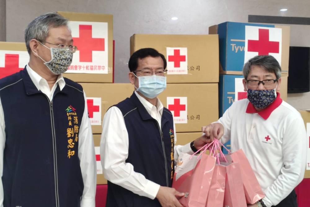 中華民國紅十字會捐贈台中消防局防疫物資
