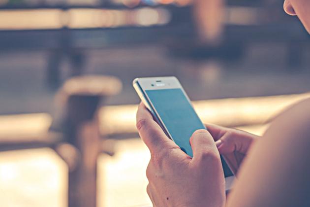 回不去了?研調:2019年全球民眾使用手機的時間將超過電視
