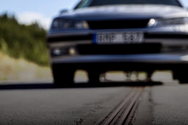 瑞典首創「自動充電公路」 邊開車邊充電不成問題!