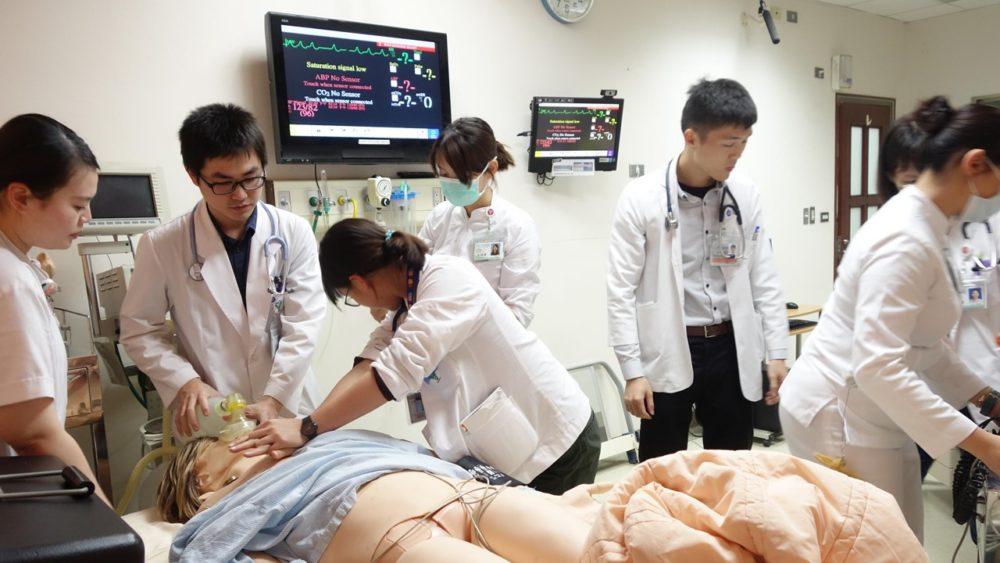 百萬「臨床模擬人」出考題 醫師救命術提高成功率