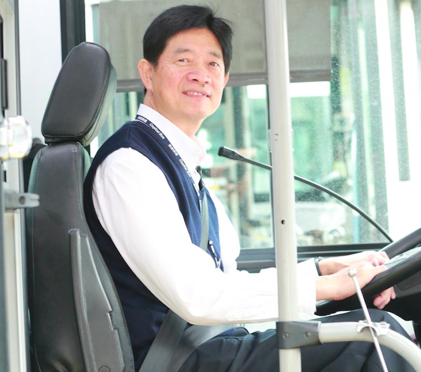 【有影】「到站不下車的乘客…」特例變常態  公車司機擔負友善失智最前線