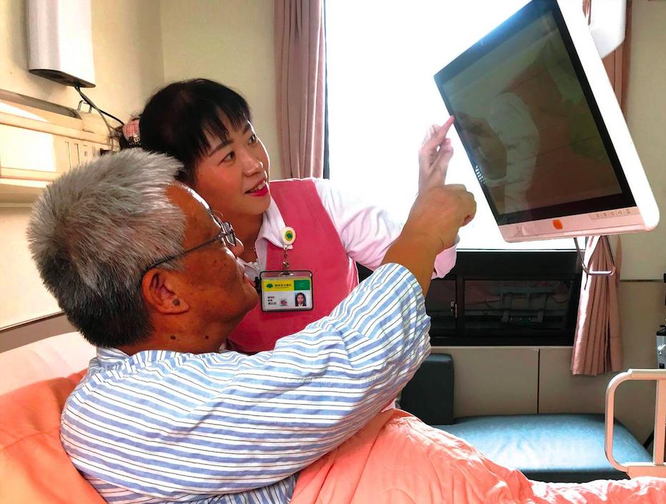 台灣醫療科技展各大醫院大比拚  AI揪微小息肉、無人車穿梭開刀房