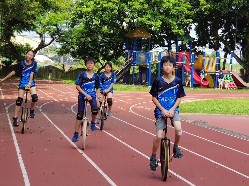 這支「獨輪車」隊好特別 妥瑞兒騎到出國比賽