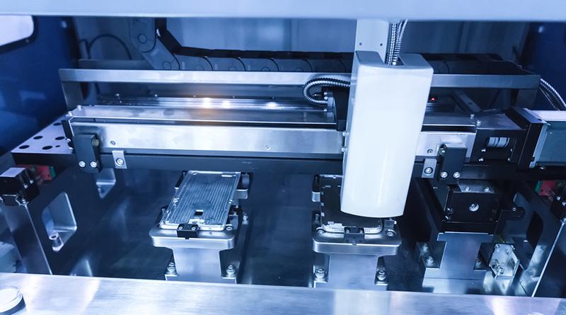 鴻海機器人軍團Foxbot 24小時趕工生產iPhone7