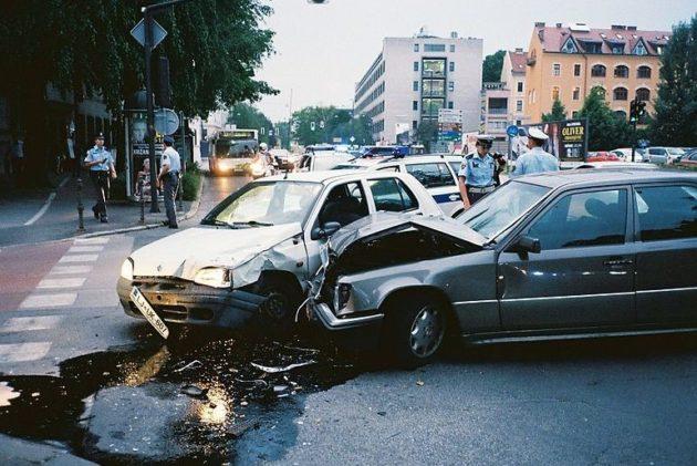 當自駕車死亡車禍不可避免…調查:該「撞向誰」存在文化差異