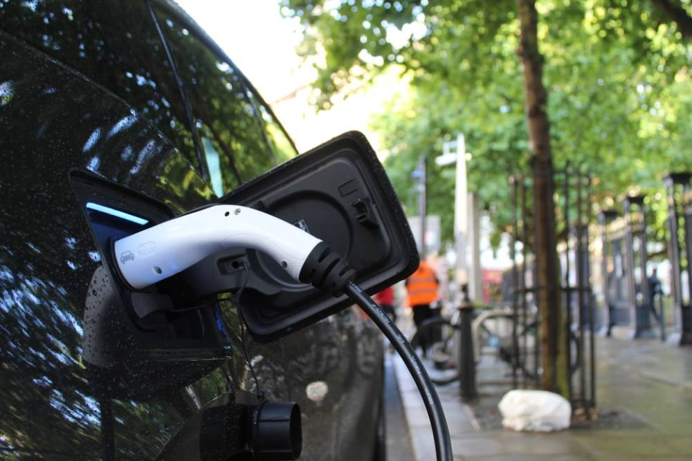 【電動車大哉問1】充電vs換電?換電站成本高難獲利 數目、電量因素市場難做大