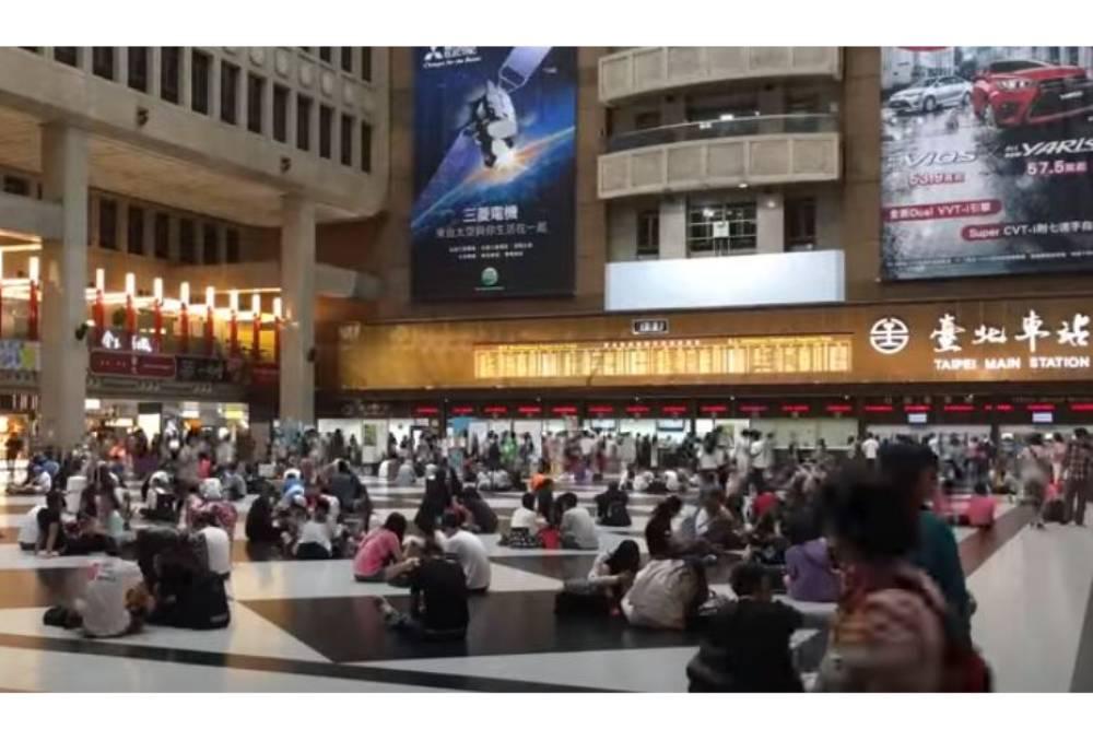 台北車站大廳不給坐?林佳龍:不應以單方主觀「觀瞻」決定