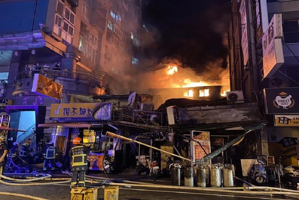 台中中華路疑遭緃火延燒16商家