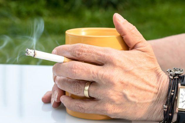 抽菸食道癌機率高4倍!30年的老菸槍,為什麼突然不抽了?