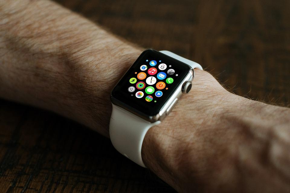 Apple Watch落海半年 撿起來竟然還可用!