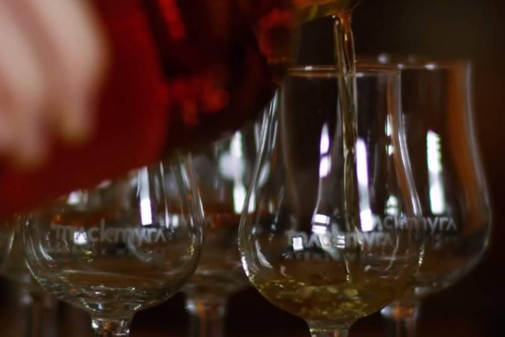 人工智慧新里程!微軟成功釀出全球首款 AI威士忌