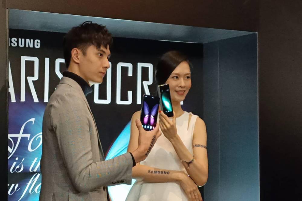 首款三星智慧型摺疊手機展翼登台! 7.3吋可摺疊無邊際螢幕展開手機新視界