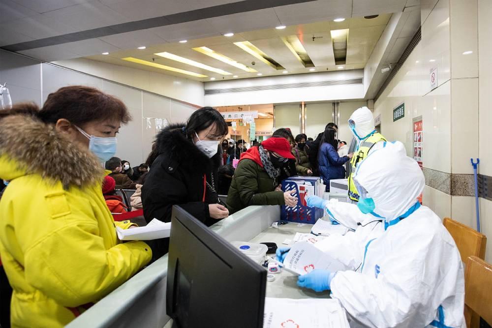 武漢肺炎/中共罕見承認防疫有缺陷 缺乏防護衣、護目鏡、口罩與試劑