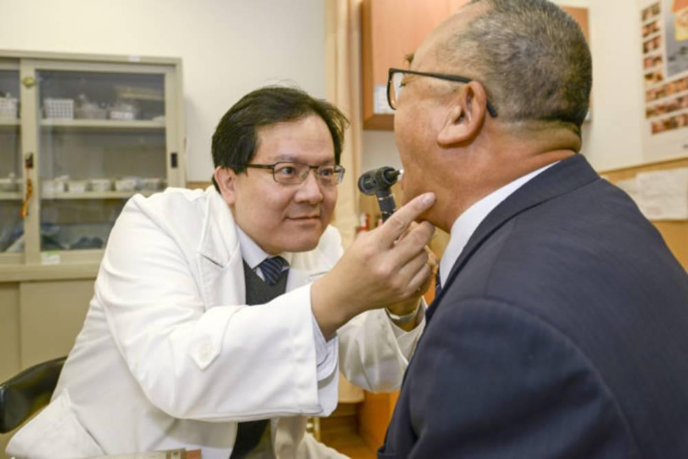 腦瘤4年2次發作 他靠「鼻孔裡導航」無痕摘除腫瘤