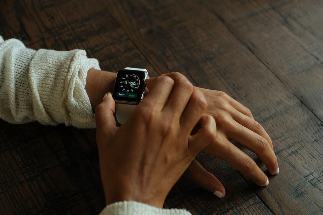 蘋果通過多項新專利 傳Apple Watch未來將引入手勢輸入新功能!