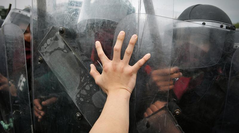 香港宣誓事件持續延燒,遊行爆衝突