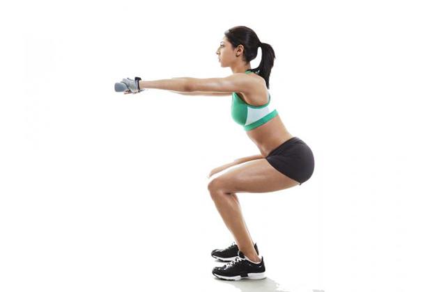 深蹲練翹臀 時間不宜過久以免傷膝蓋