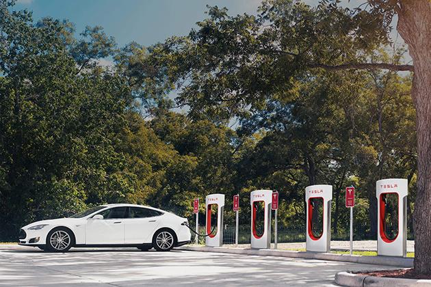 首批Tesla電動車在台交車,第一座超級充電站啟用