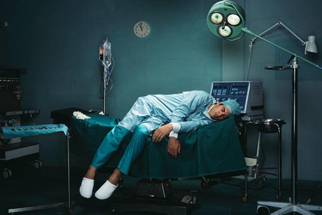 逐步改善工作條件,住院醫師每週工時80小時8月上路