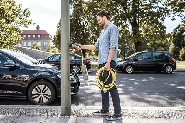 德國公司在街燈上「動手腳」 變身電動車充電站