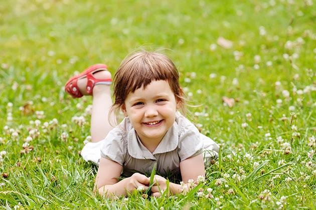 「目光如豆」!先天小眼症,6歲前不治療恐永久弱視