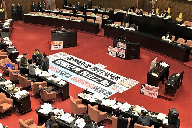 人權諮委批修法開啟過勞大門 府院:增加彈性、保障勞權