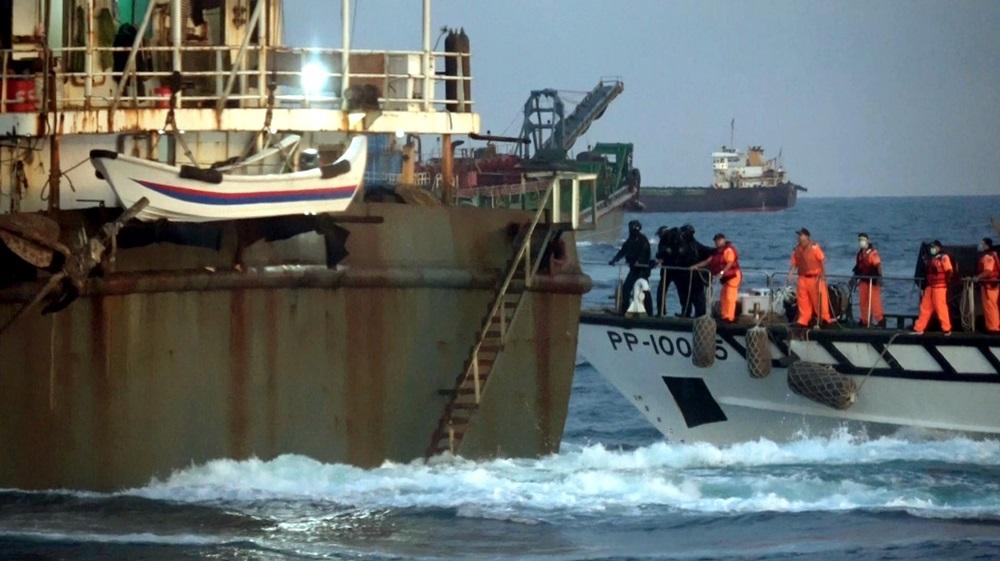 【有影】海巡強勢登檢扣回大陸盜砂船 恐當靶船擊沉做魚礁