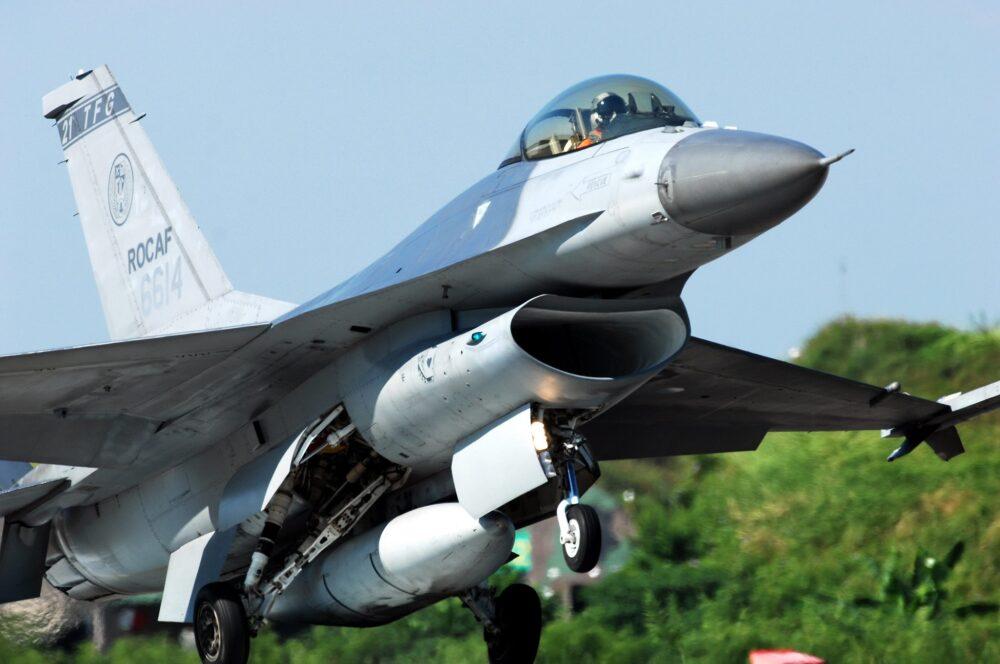 F-16維修中心揭牌 蔡總統:國防興產業 整體效益達2千億