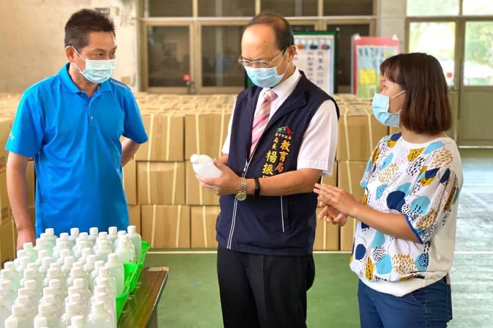 8月底即將開學台中提前發放防疫物資