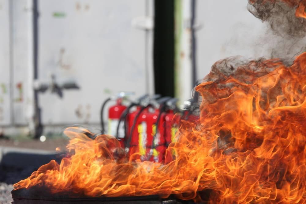 民團推滅火器禁用致癌二氧化矽 網民酸是否把滅火器當白粉吸
