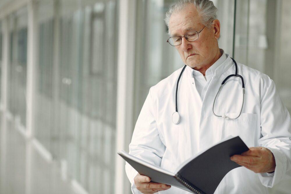 男子反覆發燒、皮膚冒焦痂竟是癌!  不能輕忽的淋巴癌6大凶兆