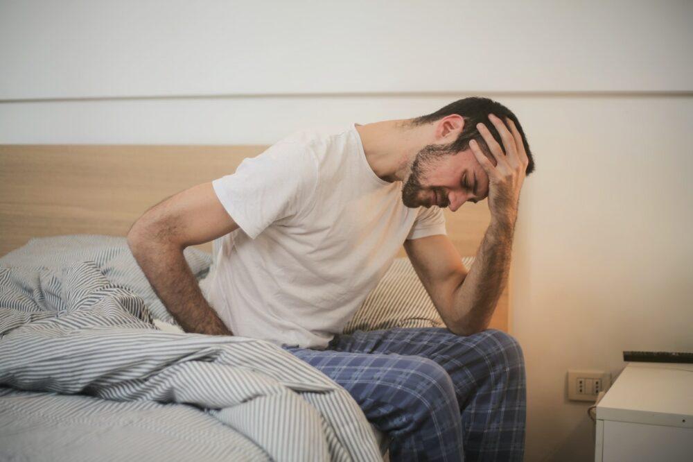 腦中風徵兆不只昏迷倒地!  台灣6成人最常誤認、錯失的是「它」