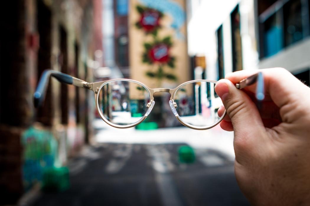 檢查糖尿病靠眼淚?智慧眼鏡成健康檢測新幫手 流淚就能測血糖