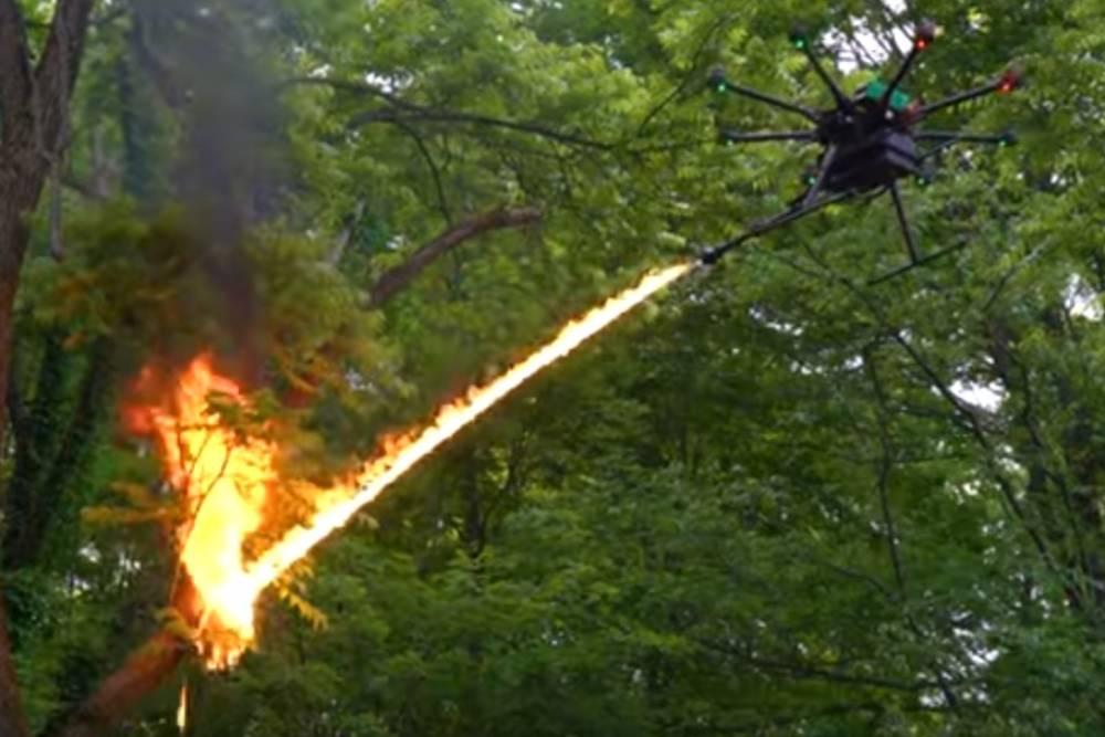 這樣飛太危險!無人機帶有火焰發射器 網路上竟能隨意購買