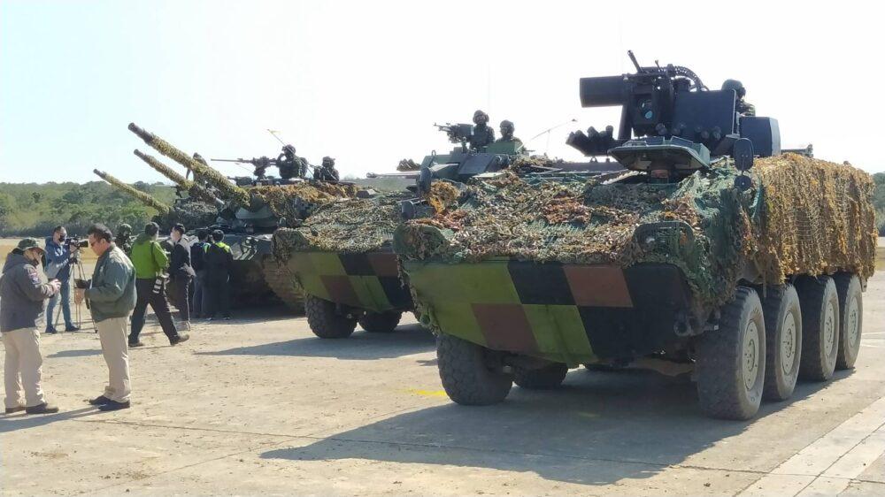 【有影】春節戰備/裝甲旅演練機場逆襲 戰車飛馳火炮狂轟收復陣地