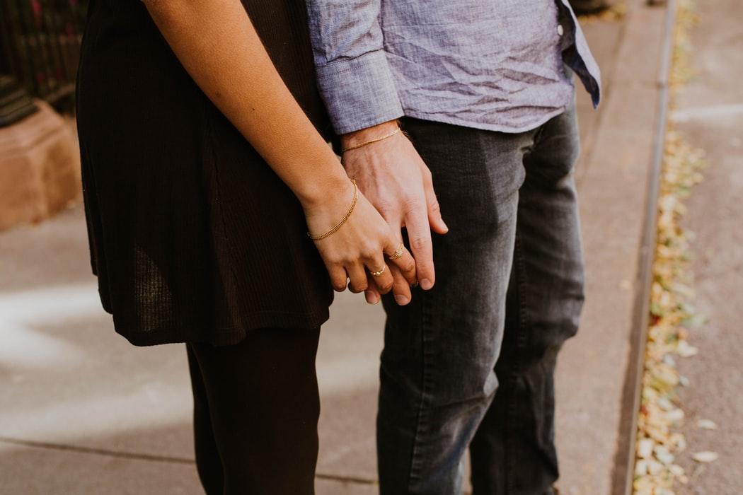 愛人之間真有共感能力?研究證明肢體接觸減輕生理疼痛!