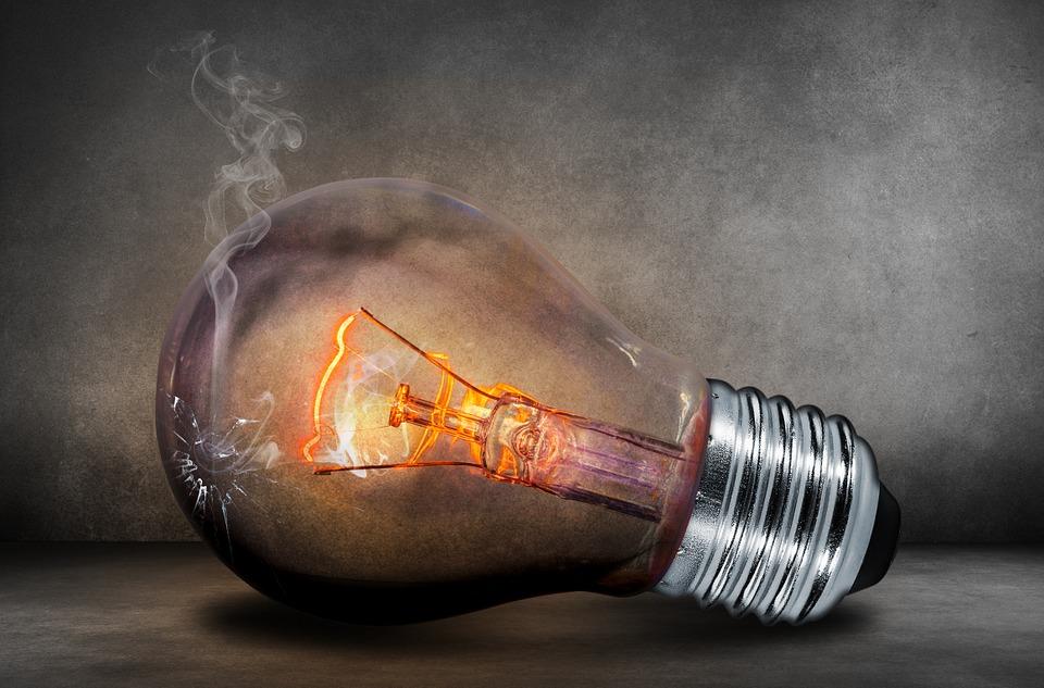 燈泡也成駭客下手目標?智慧家電漏洞多 想買得先注意資安隱憂