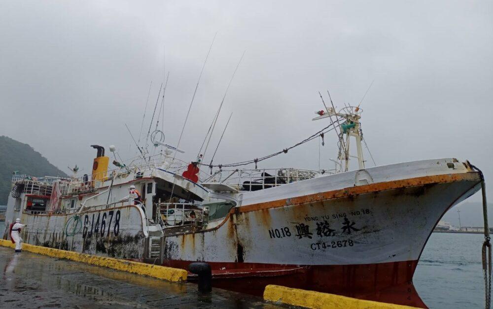無線電舵艙遭毀10人失蹤 海巡兩船遠航56天拖回永裕興18號調查