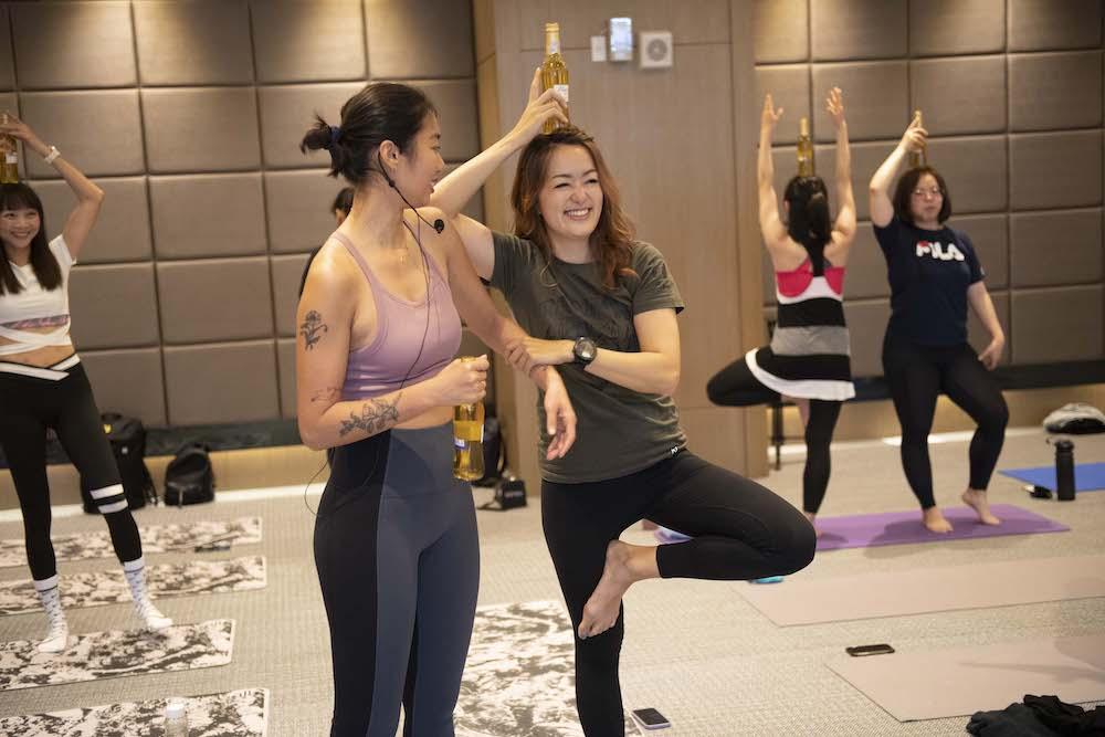 女性運動互動特展首進新竹 百靈果凱莉放鬆樂玩啤酒瑜伽