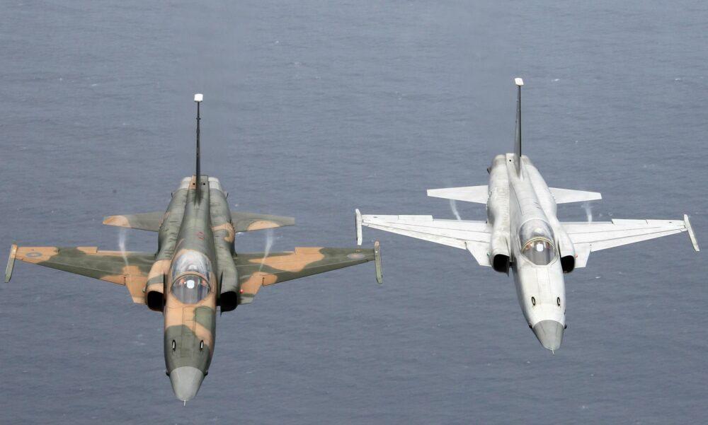 兩架F-5E疑擦撞墜台東外海2飛官待救 海空搜尋、同機型全停飛