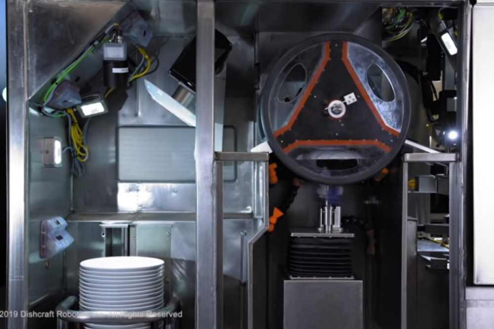 速度快、效率高!洗碗機器人顯神威 一次洗百個還會Double Check