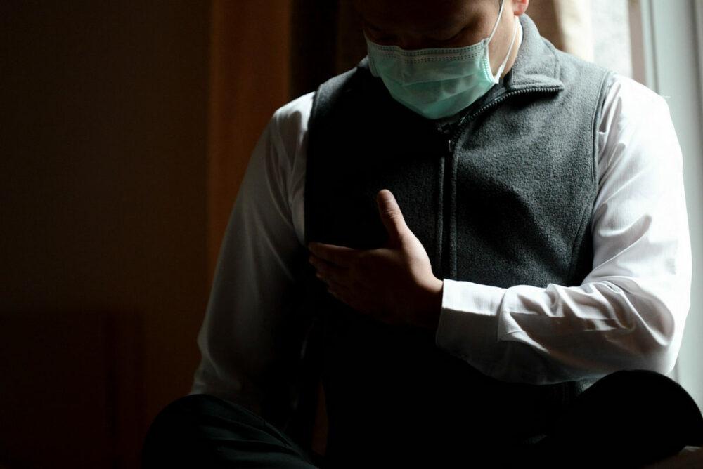 熟男乳頭頻頻滲血…竟是乳癌!  胸挖10公分凹洞靠乳房重建重拾自信
