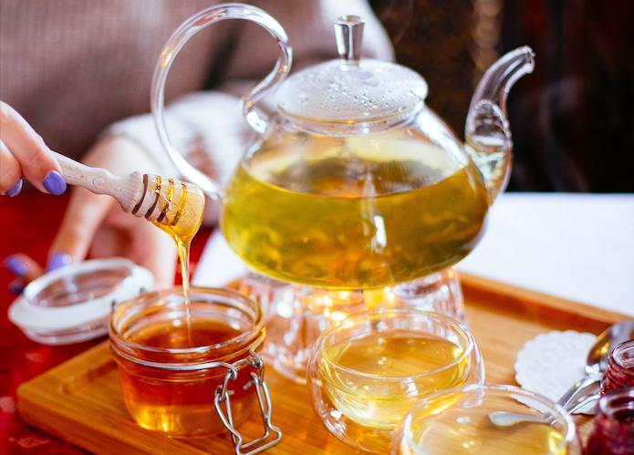 「純蜂蜜泡茶葉一起喝」害血栓?  營養師打臉!揭這種喝法才可怕