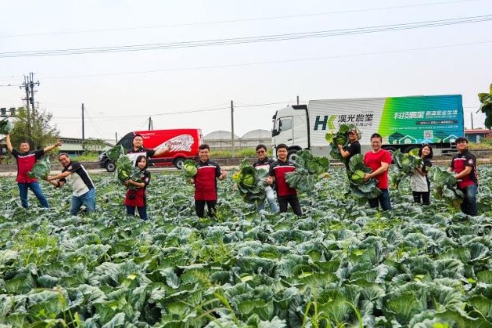 印地安與漢光挺台灣農民 採購10噸高麗菜廣邀重機騎士做公益