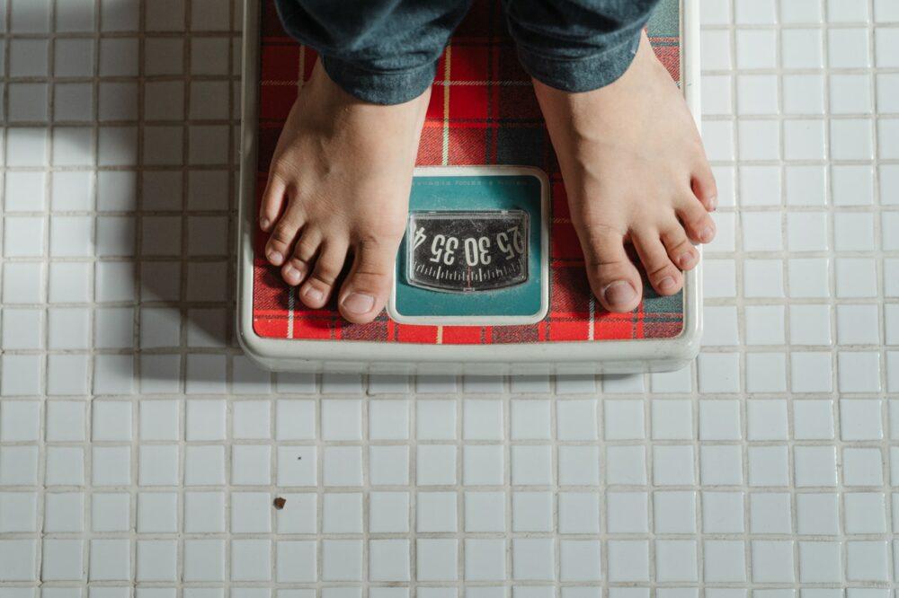 日灌2杯手搖飲!11歲學童胖破99公斤  脂肪肝、黑色棘皮症全上身