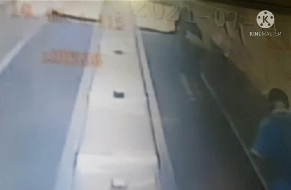 「攝」狼出沒 短褲男疑在捷運電扶梯偷拍群底