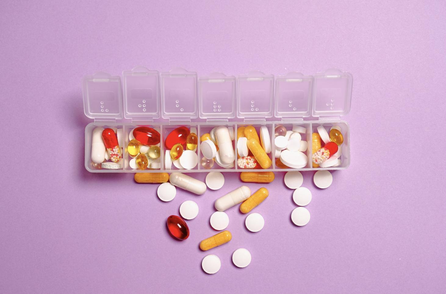 飯前、飯後吃藥到底是多久?  記得一正確數字再不怕「吃錯藥」