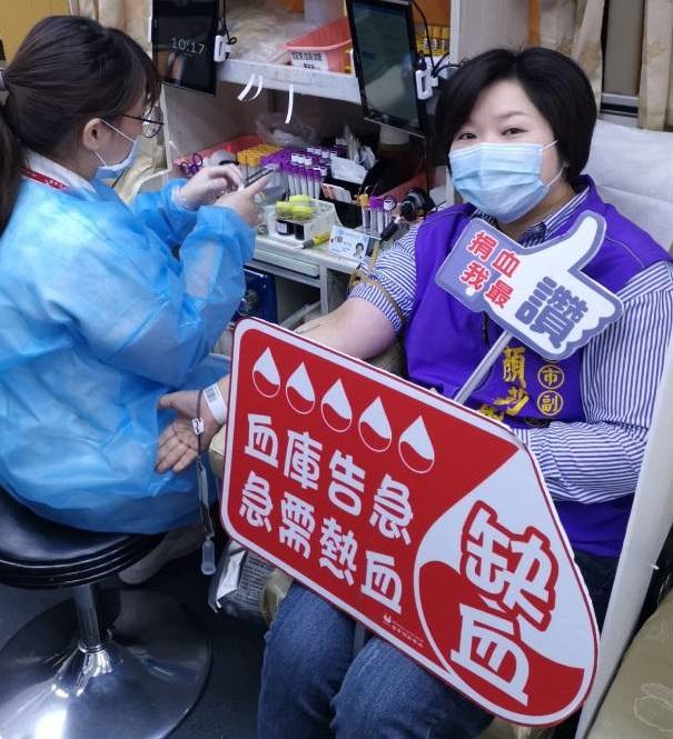 台中捐血中心庫存拉警報!副議長顏莉敏捲袖號召民眾捐血