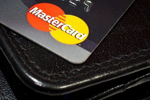 【FinTech】密碼認證已過時?Mastercard將與英國銀行推「指紋掃描信用卡」