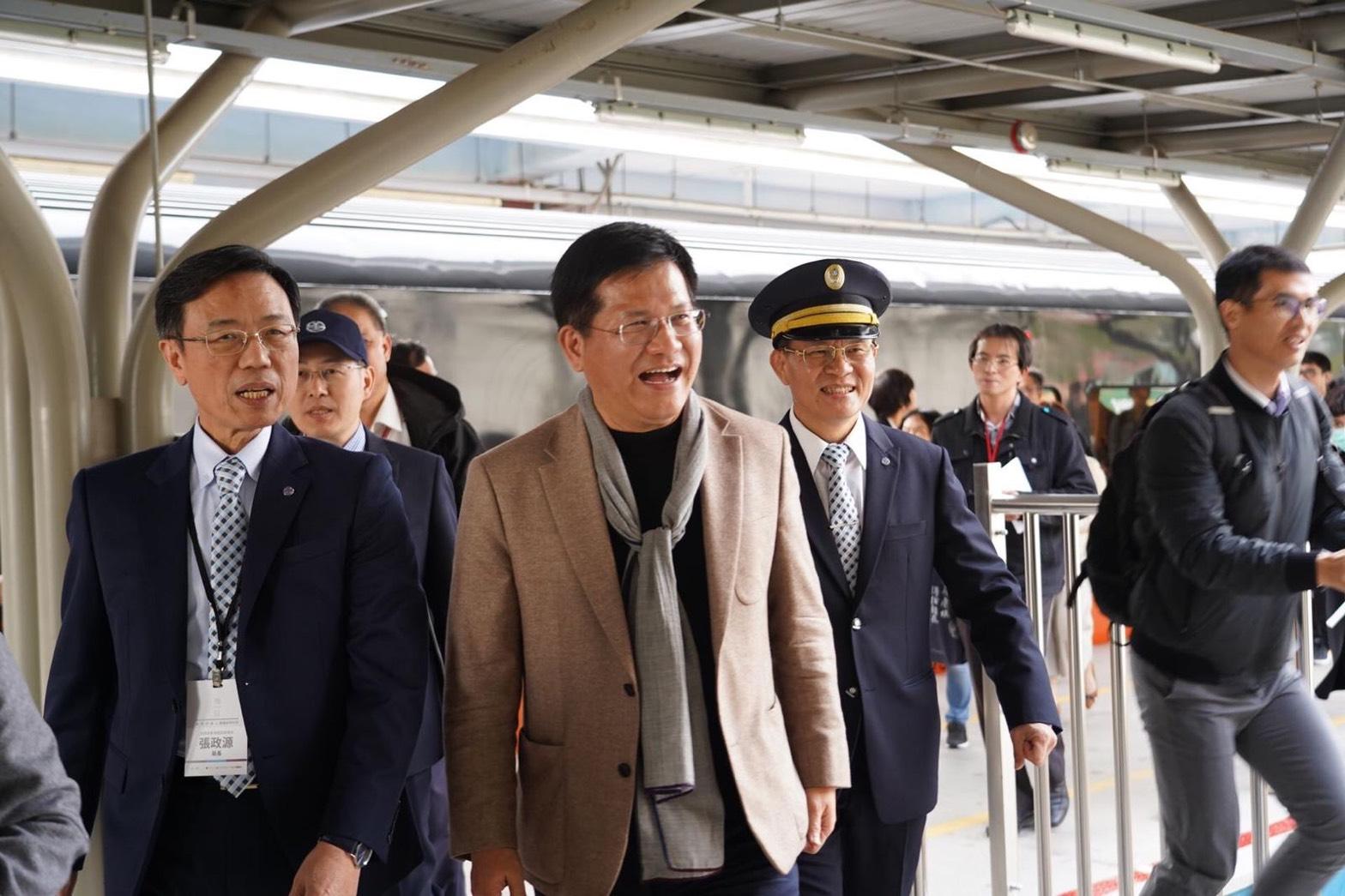 台灣最美的移動風景!林佳龍率美學專家參與臺鐵《鳴日號》2020首航